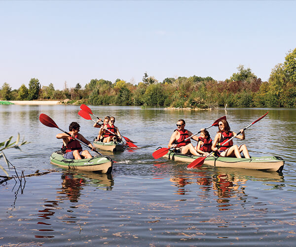 La-Lagune-kayak-famille-jeu-deau-etangsdelabassee-sport-nautique