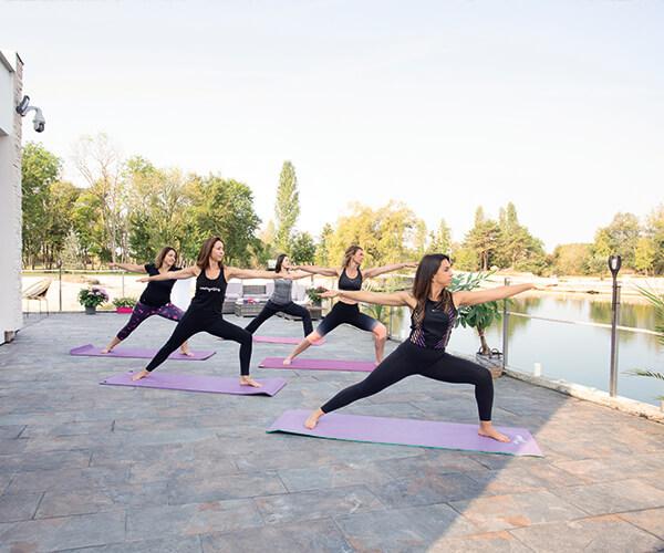 activites-sportives-Villa_cours-yoga-etangsdelabassee-vacances