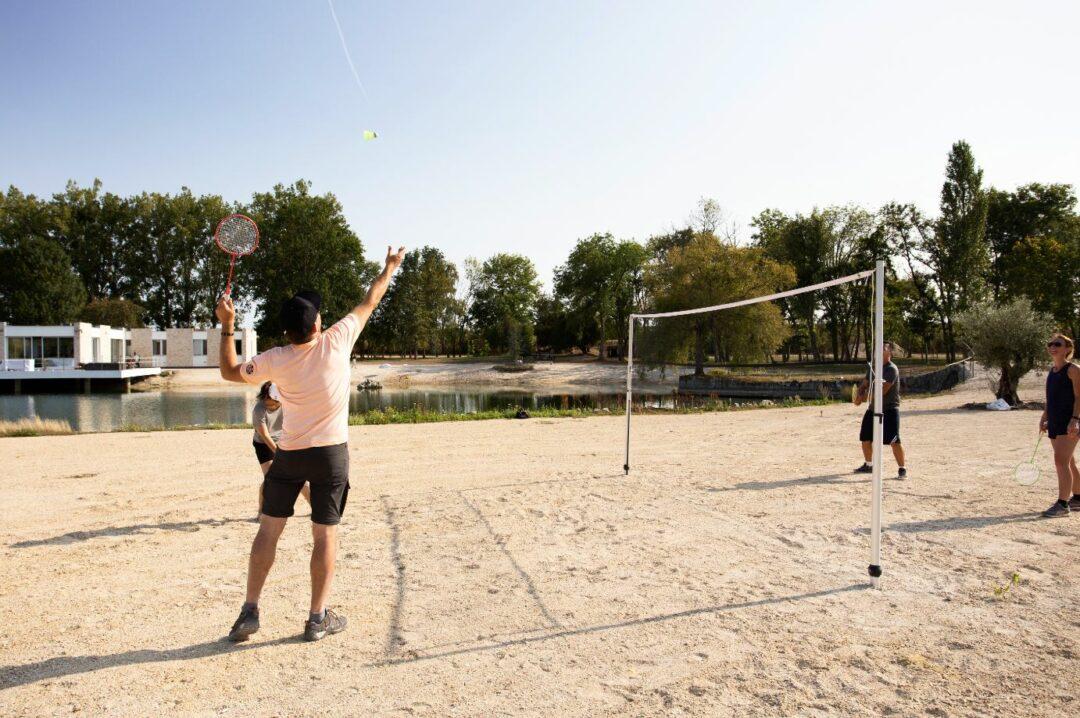 Activites-sports-exterieurs-badminton-plage-etangsdelabassee