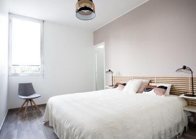 Villa-carpe-diem-chambre-lit-double-etangsdelabassee