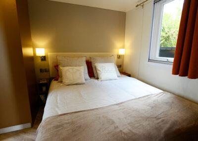Le Chalet chambre deux lits simples etangsdelabassee light 3 2