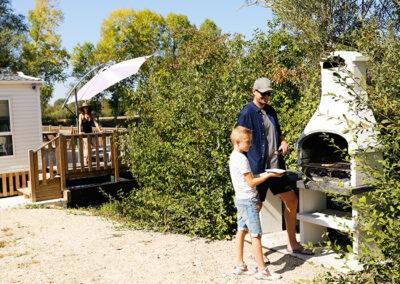 Barbecue-famille-exterieur-etangsdelabassee