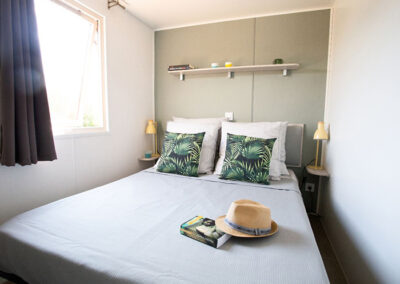 Lodge-chalet-chambre-lit-double-etangsdelabassee