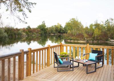 Lodge-nymphe-terrasse-etang-palmyre-etangsdelabassee